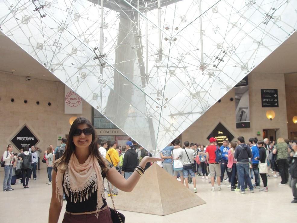 5 Pirâmide Invertida no Louvre