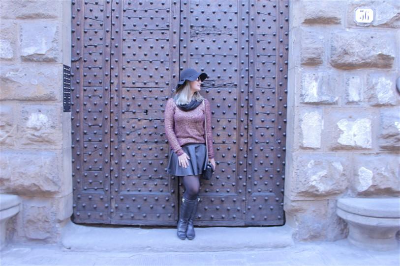 Look saia de couro preta (2)