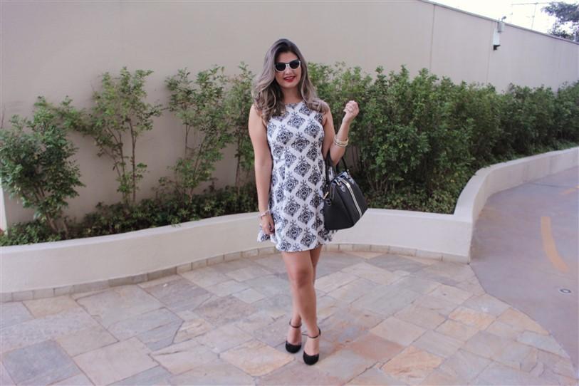 Look vestido preto e branco arabescos (2)