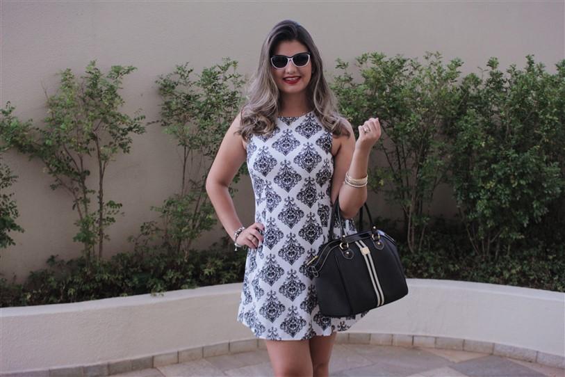 Look vestido preto e branco arabescos (4)