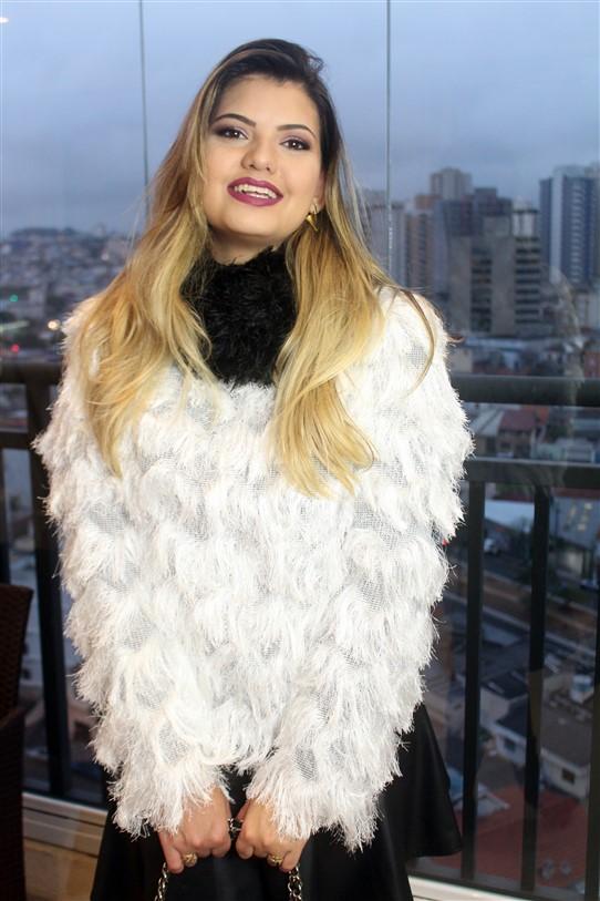 Look Blusinha de pelinhos brancos (5)