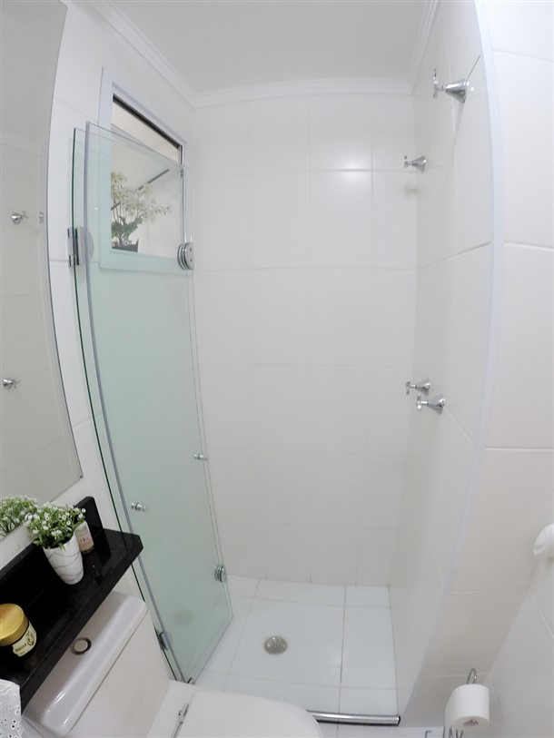 Box para banheiro pequeno  Vaidosa e Feminina -> Banheiros Tamanho Pequeno