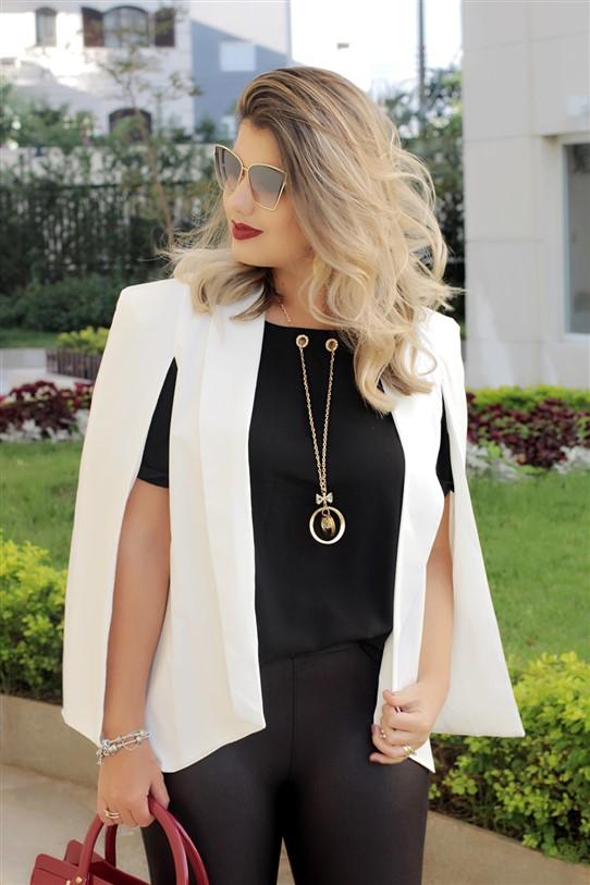 Look calça flare e blazer capa branco (11)