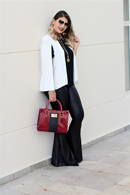 Look calça flare e blazer capa branco (14)