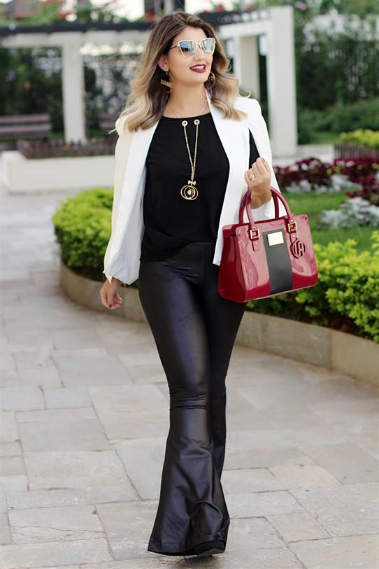 Look calça flare e blazer capa branco (6)